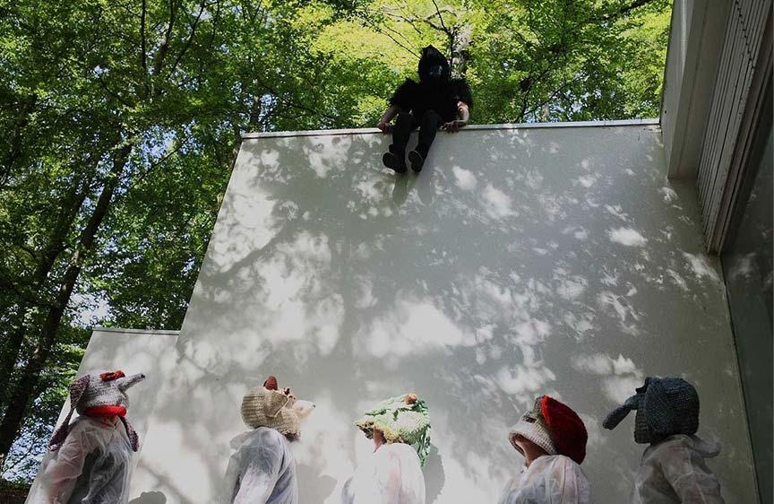 Performance cagoulée Cuest'art – Virton – septembre 2016